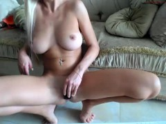 babe hellokitty25 flashing boobs on live webcam
