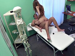 Fake Hospital Sexy reporter gets to the point with blowjob