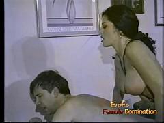 Bondage discipline sadomasochisme, Dominante vrouw, Voorbinddildo, Oud