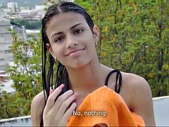 Tussi, Grosse titten, Bikini, Braunhaarige, Latina, Im freien, Solo, Titten