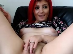 Attractive Shaved Camgirl Masturbates For Your Enjoyment