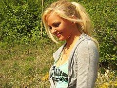 Blondine, Natürlich, Natürlichen titten, Im freien, Schüchtern, Sich ausziehen, Scherzbold, Jungendliche (18+)