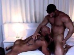 Muscle bodybuilder oral sex with cumshot