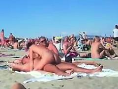 Culo, Playa, Mamada, Morena, Madres para coger, Al aire libre, Público, Voyeur