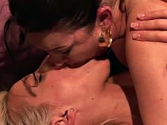 LesbianOlderYounger Cougar RayVeness Licking Blonde