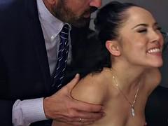 In den arsch, Geschnappt, Betrug, Doppelpenetration, Interrassisch, Party, Pornostars, Ehefrau