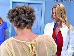 Gros seins, Tromperie, Femme couguar, Médecin, Mère que j'aimerais baiser, Infirmière