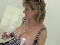 Unfaithful uk mature lady sonia displays her huge balloons
