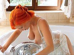 浴室, 巨乳な, 指いじり, オマンコ, 剃毛, ガリガリ, ストリップ, いじめ