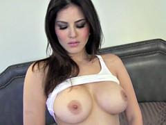 Hottie Rubs Her Pussy