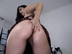 Shygirl big ass masturbates toys on webcam