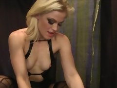 Sub guy gives pleasure to sexy mistress Ash Hollywood