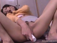 beautiful japanese babe toys with a dildo
