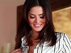 Amazing Sunny Leone posing