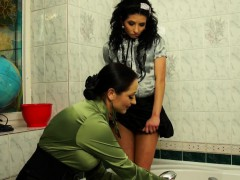Babes have wetlook lesbian fun in the bath