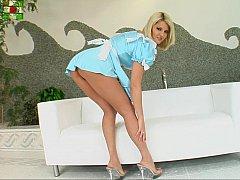 Blonde, Européenne, Exhib, Mère que j'aimerais baiser, Culottes ou slips, Nénés, Uniforme, Sous la jupe