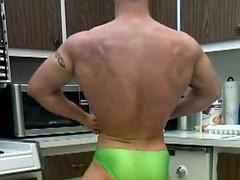 str8 bodybuilder massive twists