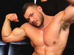 Learn How To Seduce Muscle Men
