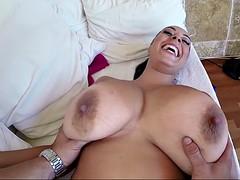 Belle grosse femme bgf, Grosse bite, Gros seins, Britannique, Brunette brune, Hard, Tatouage, Nénés