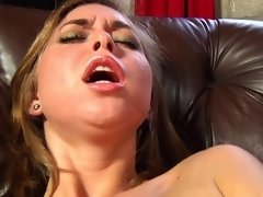 Riley Reid has an orgasm thanks to her Magic Wand