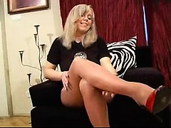 Mature in shiny pantyhose Gretchen from 1fuckdatecom