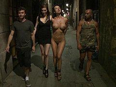 Gros seins, Domination, Européenne, Extrême, Pénétrer avec le poing, Groupe, Humiliation, Public